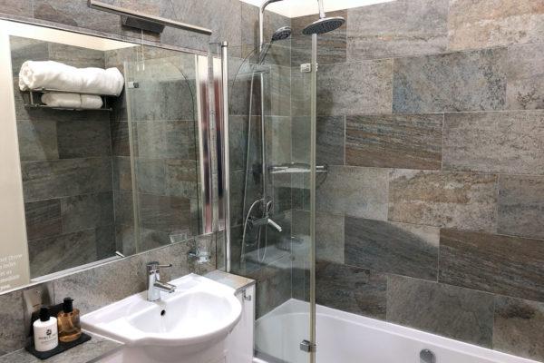 MissEastonbathroom4